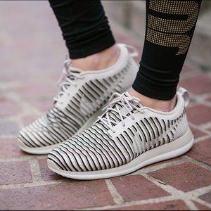 Nike Roshe Flyknit Sneakers | size 9