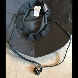 Columbia Accessories - NWT Columbia Black Paddler Booney Outdoor Sun Hat 913ae6e5e0dc