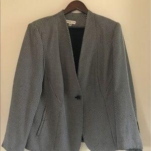 Dresses & Skirts - Suit w/skirt