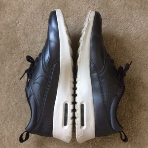 Nike Air Max Thea SE Silver Sneaker 8.5 Womens