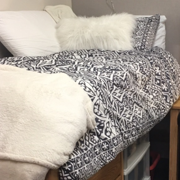 urban outfitters urban outfitters plum and bow bedding. Black Bedroom Furniture Sets. Home Design Ideas