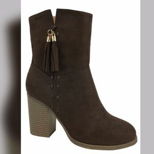Shoes - 🔥🔥ADDISON Suede Booties - Brown🔥🔥