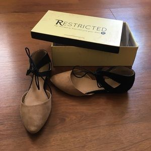 Restricted tie flats size 8.5