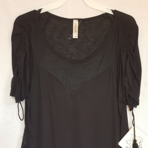 LACE AND CROCHET DETAIL BLACK SHORT SLEEVE TUNIC T