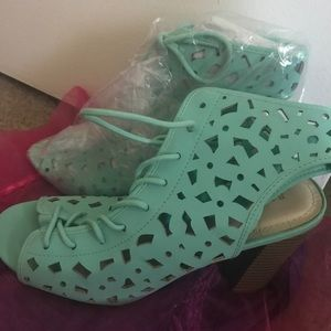NWT Mint Green Sandals/Chunky Heel size 8