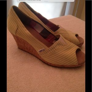 Toms Shoe with Wedge Heel