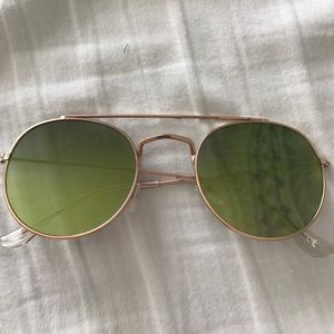 Green reflective aviator sunglasses
