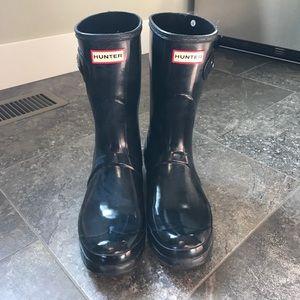 Must GO Hunter rain boots glossy short