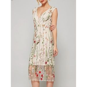 ⭐️5-Star Rated Floral Embroidered Midi Dress⭐️