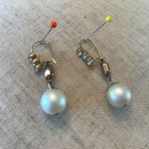 Jewelry - Pair of vintage dangling earrings