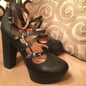 SHELLY'S LONDON HEELS - BLACK!