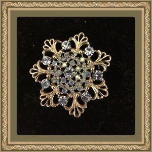 Jewelry - Snowflake vintage Rhinestone brooch