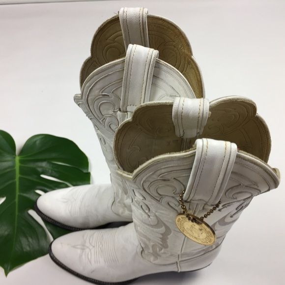 How To Polish Shoes With White Stitching