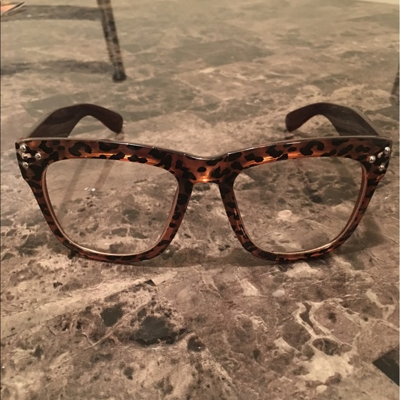 b4281c69773b5 Accessories - Leopard Print Fashion Glasses 👓