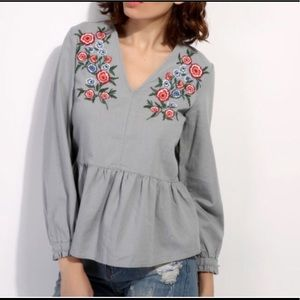 Tops - 🎉HP🎉New Elegant Embroidered Flora Blouse
