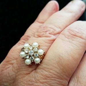Jewelry - Gorgeous Flower Ring