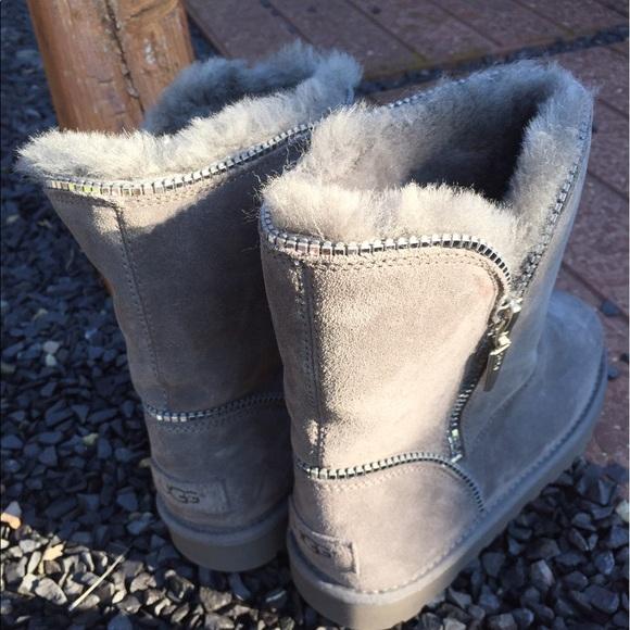 grey uggs size 3