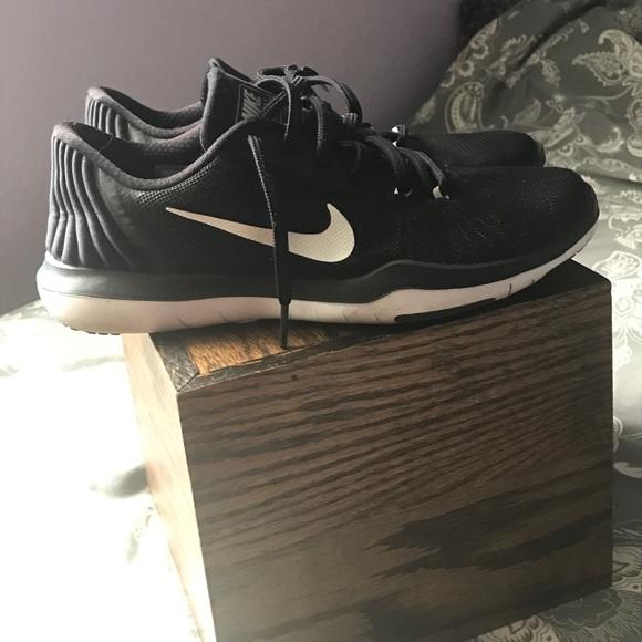 1eb3d42332e1 Nike Shoes