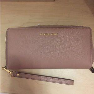 b437d315d14a Michael Kors Bags - Authentic Micheal Kors Mercer Wallet Fawn Color