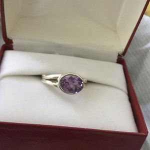 Jewelry - Lovely amethyst ring, 8