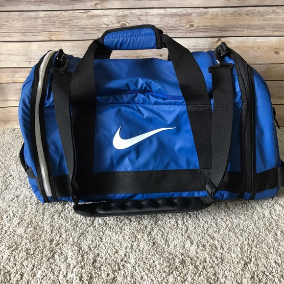 7927b84f87 Nike Hoops Elite Air Max Blue Duffle Gym Bag. M 5963ff6b981829548b01dd04