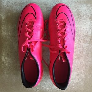 Nike soccer shoes females size US 8.5