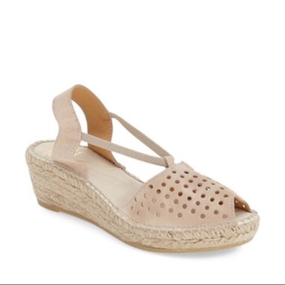 89a5709851c Andre Assous Corrine Wedge Sandals NWT