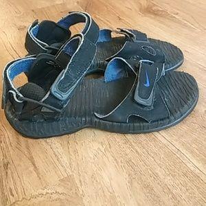 d7b2e244cca5 Nike Shoes - VTG Nike Air Deschutz Sandals