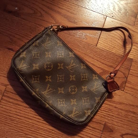 Louis Vuitton Handbags - 💯Authentic Louis Vuitton puchette.👜🛍👜🛍🛍