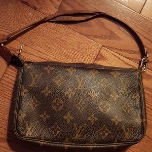 Louis Vuitton Bags - 💯Authentic Louis Vuitton puchette.👜🛍👜🛍🛍
