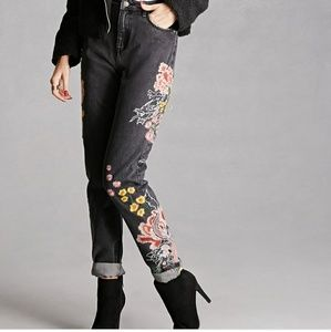 Pixie & Diamond Embroidered Jeans/Forever 21