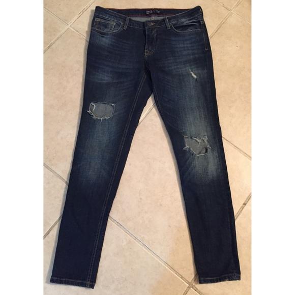 Dark skinny jeans with holes
