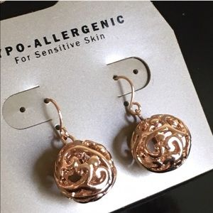 Jewelry - Gold earrings