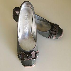 Gray patent kitten heels. Uniqe looking shoe!