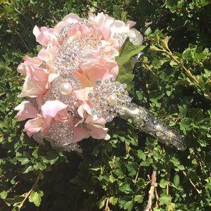 Accessories - Brooch bouquet