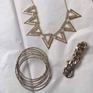 Jewelry - *MOVING SALE*BUY NOW* Gold Jewelry Set