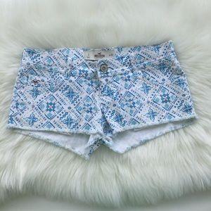 NWOT Hollister Pattern Shorts sz 3/26 Blue & White