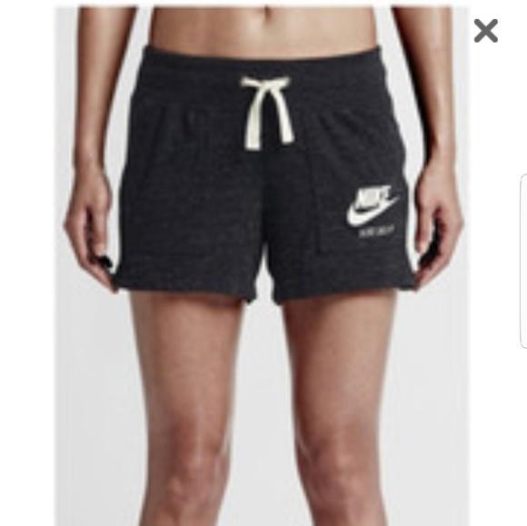 a422bfa57e34 Vintage Style NWT Nike Shorts Large