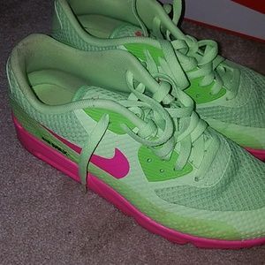 Nike Air Max 90 Ghost GreenHot Pink