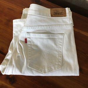 White Levi's jeans