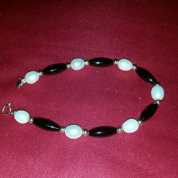 Carson Jewelry - Pearl and onyx gold 14K bracelet