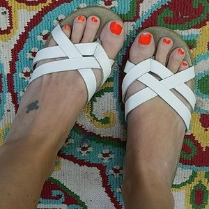 Cute and comfy, VINTAGE, strappy sandals!!