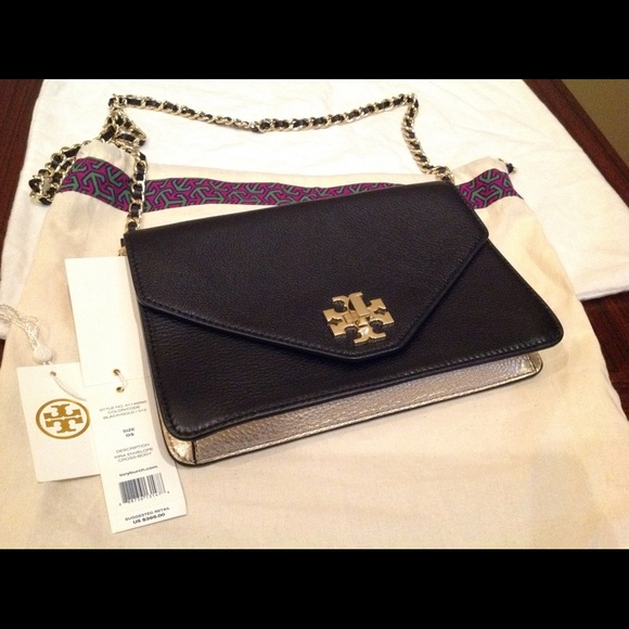 aab9dec6962 Authentic Tory Burch Kira Envelope Crossbody bag🎀.  M 59656c8c9c6fcf7e35003005