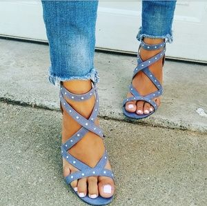 //The Mary Jane// Ash blue studded heels