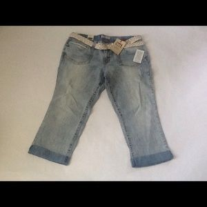 *FINAL PRICE* L.E.I. Belted Cropped Jeans
