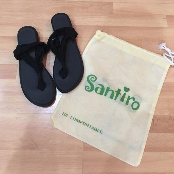 95ebf53d465a4f NWT   Dust Bag Santiro Black Thong Sandals Size 8