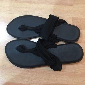 f077cef6175f9f Santiro Shoes - NWT   Dust Bag Santiro Black Thong Sandals Size 8