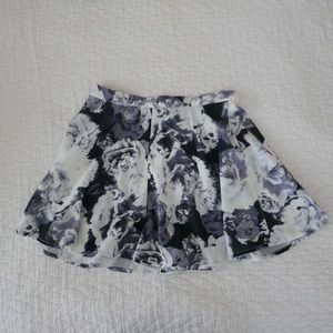 Black grey white floral shorts skirt