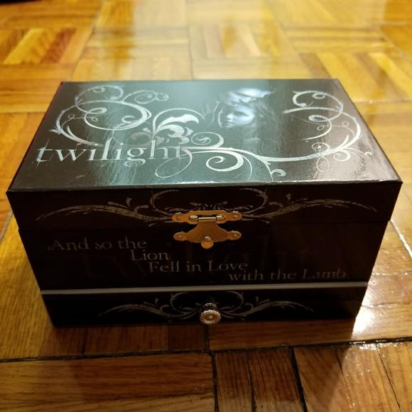 Hot Topic BRAND NEW Twilight Musical Jewelry Box from natasha