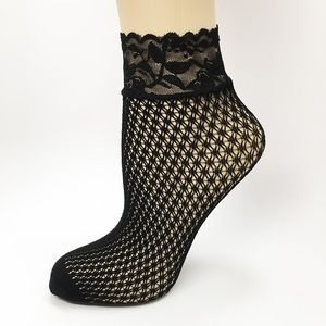 Accessories - Cute Fishnet Ankle Socks With Ruffles